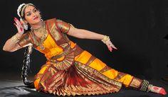 Danza classica nel Mondo: in India il Bharatanatyam non fa nessuna distinzione tra danza e teatro e tra sacro e profanohttp://www.crdlyceumnapoli.it/events/danza-classica-indiana.html