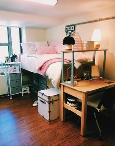 Tall Charging Cart on Wheels The best storage options to transform your college dorm room College Dorm Organization, Room Organization, Student Bedroom, Dorm Room Storage, Dorm Room Designs, College Dorm Decorations, Cute Dorm Rooms, College Dorm Rooms, College Bags