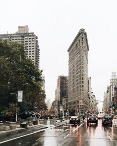 «Welcome to New York  #D4NHxNYC #newyork #newyorkcity #nyc #flatiron #flatironbuilding #raining #vsco #vscocam»