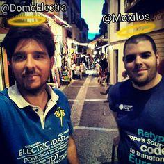 """Después de instalar, bajando por la calle de las Teterías vi un santo y me dijo: """"Doy luz"""" ;)www.domoelectra.com"""