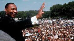 """""""La función de la educación es enseñar a pensar intensa y críticamente. Formar inteligencia y carácter – esa es la meta de la verdadera educación.""""- Martin Luther King, Jr."""