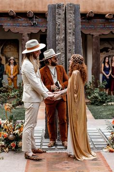 Vintage Santa Fe Ceremony : New Mexico Museum of Art Elope Wedding, Chic Wedding, Southwestern Wedding Decor, Sante Fe New Mexico, Alternative Wedding Rings, Wedding News, Museum Wedding, Europe Packing, Traveling Europe