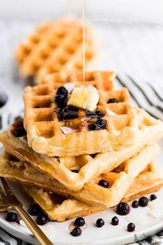Vegan Waffles (Fluffy and Crispy) Buttermilk Waffles, Savory Waffles, Waffle Recipes, Vegan Recipes Easy, Vegan Meals, Vegan Foods, Veg Recipes, Healthy Meals, Baking Recipes