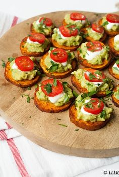 Único y Creativo Kerst hapje: Kruidige zoete aardappel met avocado Clean Eating Snacks, Healthy Snacks, Healthy Recipes, Avocado Recipes, Healthy Sweets, Eating Healthy, Appetizer Recipes, Snack Recipes, Cooking Recipes