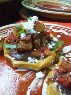 Sopes de Chorizo con Papa (Potato and Mexican Chorizo Sopes) Mexican Cooking, Mexican Food Recipes, New Recipes, Cooking Recipes, Side Recipes, Dinner Recipes, Chorizo And Potato, Mexican Chorizo, Mexican Dishes