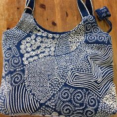 The Beauty of Japanese Embroidery - Embroidery Patterns Sashiko Embroidery, Embroidery Bags, Learn Embroidery, Japanese Embroidery, Embroidery Stitches, Embroidery Patterns, Boro Stitching, Crochet Wool, Art Textile