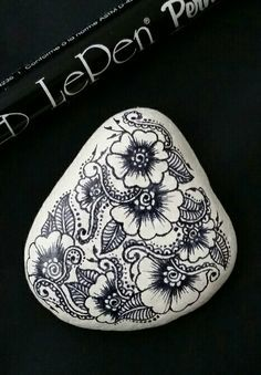 ••• Alaska Art Stone ••• Painted rock with LePen art pen. Alaskan rocks with style!