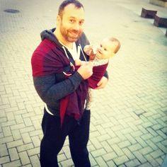 Love this #babywearing dad in vivid color! via 1leahanne on instagram #sakurabloom