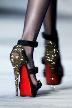 274f2ebecfc5 Shoegasm whoaaa amazing Loubous sparkly gold and black pumps