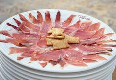 Jamón ibérico de bellota al corte con regañas. ¡El plato perfecto!  #Malaga #jamon