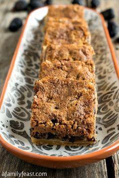 Fig Bar Cookies - A Family Feast® Fig Recipes, Cookie Recipes, Dessert Recipes, Delicious Recipes, Baking Recipes, Fig Cookies, Cookies Et Biscuits, Yummy Cookies, Sugar Cookies