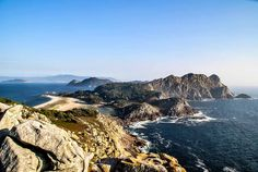 Cíes Islands, Atlantic Islands of Galicia National Park, Spain // Plan your perfect Trip on www.exploya.com // #exploya #wanderlust #bucketlist #takemethere #travellife #traveladdict #traveltheworld #travelphotography #travelpics #travelphoto #inspiration #instagood #travelingram #travelgram  #travel #startup #instatravel #travels #traveling #travelling  #ciesislands #illascies #beach #nationalpark #spain #visitspain #nature #europe #eurotrip