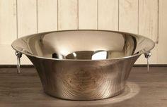 Stor flott skål i rustfritt stål med Hotel de Paris dekor.Mål:Diameter 51 cmHøyde 18 cmMateriale:Rustfritt…