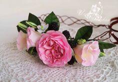 Венок с цветами из фоамирана.  Эустомы, роза, ежевика