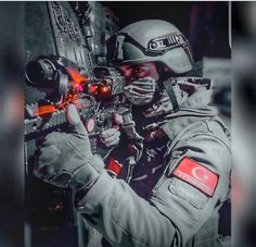 Turkey special Operation Police-PÖH- ~Counterterrorism Operation~ Turkish Military, Turkish Army, Future Soldier, Army Soldier, Army & Navy, Military Army, Special Ops, Special Forces, Cool Avatars