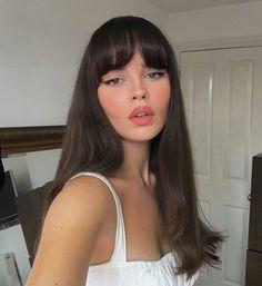 38 Ideas Makeup Looks Brunette Eyeliner For 2019 Brunette Fringe, Brunette Bangs, Long Brunette, Brunette Makeup, Inspo Cheveux, Model Tips, Hair Wings, Looks Instagram, Long Hair With Bangs
