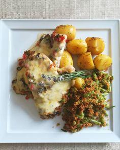 Dzień dobry, dzisiaj na danie dnia polecamy pierś z pieczarkami i papryką zapiekanka serem z pieczonymi ziemniakami i fasolką🍽️#podorlem #kartuzy #trojmiasto #polishcusine #food #podorlemkartuzy #kaszuby #bestteamever #najlepszykucharz #niebowgębie #restauracja #obiad