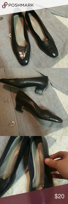 Naturalizer Shoe Like new, gently worn, small heel, no scuffs. Pet/smoke free. Add to bundle, make an outfit, and get a discount?? Naturalizer Shoes