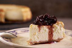 Greek Yogurt Cheese Cake with Mastiha Tzizkeik me Mastiha This Greek-American hybrid is an easy cheesecake to make. The faintly bitter, earthy flavor of the mastiha, adds an exotic dimension. You can try using crumbled… Greek Yogurt Cheesecake, Lemon Cheesecake, Cheesecake Recipes, Dessert Recipes, Desserts, Sin Gluten, Graham, Greek Cooking, Zucchini Cake