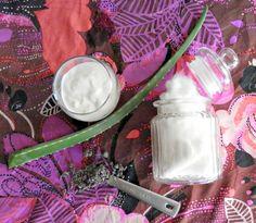 Limpiadora facial con yogurt, aloe vera y lavanda.
