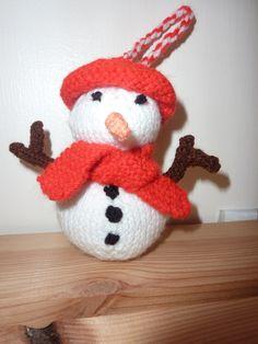 Snowman Christmas Tree Decoration www.facebook.com/funkykidsknits