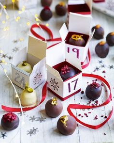 Make the count down to Christmas extra special with homemade advent calendar truffles. This is a great recipe to make with kids, just make sure you've got 24 left! Homemade Christmas Treats, Edible Christmas Gifts, Edible Gifts, Homemade Gifts, Christmas Crafts, Christmas Parties, Xmas Gifts, Christmas Presents, Christmas Ideas