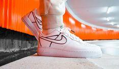 """OUT NOW 🔥🤍 Wat vinden jullie van dit heerlijke paartje? De Nike Air Force 1 """"Metallic Pewter"""" heeft metallic gekleurde tinnen soldeernaden op de schoen. Dit soldeer effect is toegepast op de zijkant en vormt o.a. de Swoosh, heel tof! Air Force 1, Nike Air Force, Air Force Sneakers, Sneakers Nike, Pewter, Metal, Shoes, Style, Fashion"""