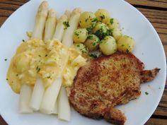 Klassieke eiersaus voor asperges- varkenskoteletje en asperges met een ouderwetse eiersaus; beetje calorierijk dat wel, maar hoe vaak eet je asperges?