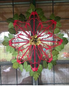 Diy Christmas Snowflakes, Mary Christmas, Christmas Bulbs, Christmas Decorations, Christmas Ideas, Hanger Crafts, Wreath Crafts, Crafts To Do, Holiday Crafts