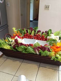 Vegetable platter Veggie Platters, Veggie Tray, Vegetable Trays, Vegetable Tray Display, Appetizers For Party, Appetizer Recipes, Christmas Appetizers, Christmas Snacks, Kids Christmas