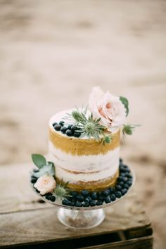 This inspiration shoot by Paula McManus Photography and a team of Ireland's talented professionals is full of captivating and romantic design.