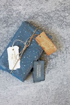 Gift wrapping : UNIQUE IDEAS for original gift wraps. Win this Holiday season with the best wrapped christmas gifts _ Christmas gift wrap Christmas Gift Wrapping, Christmas Love, Christmas Greetings, Creative Gift Wrapping, Gift Wrapping Supplies, Wrapping Ideas, Wrapping Gifts, Diy Gifts, Handmade Gifts
