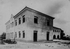 Fachada principal e lateral do Pavilhão Dom Basílio. 1946. Manaus. Acervo: Moacir Andrade.