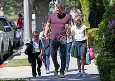 Back home: Ben Affleck cut a casual figure while enjoying a stroll with his three children. Celebrity Gallery, Celebrity Kids, Celebrity Photos, Celebrity Style, Chrissy Teigen Daughter, Hot Dads, Hollywood Star, Ben Affleck, Famous Men