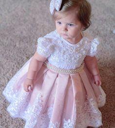Para o dia ficar mais cheio de amor ! Princesinha Linda linda no seu primeiro an Fashion Kids, Baby Girl Fashion, Little Dresses, Little Girl Dresses, Girls Dresses, Flower Girls, Flower Girl Dresses, Toddler Dress, Toddler Girl