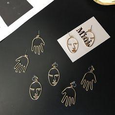 Face/Hand pendant Earrings