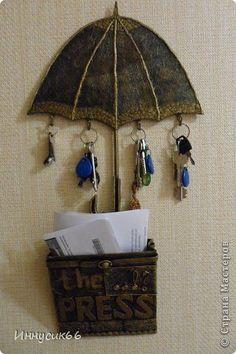 El ama de llaves \'el PARAGUAS\'. | el País de los Maestros Wood Crafts, Diy And Crafts, Arts And Crafts, Decopage Furniture, Wooden Key Holder, Slime Craft, Photo Deco, Clay Art Projects, Diy Cardboard