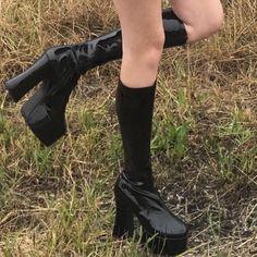 kniehohe Stiefel, Source by schuhezeigen shoes Chunky High Heels, Black High Heels, High Heel Boots, Heeled Boots, High Shoes, Dr Shoes, Me Too Shoes, Shoes Sneakers, Green Sneakers