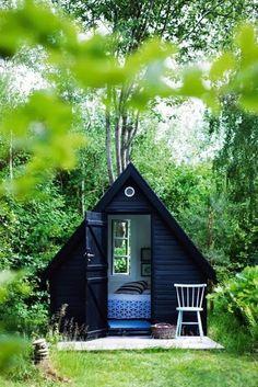 Cabane peinte en noir For intérieur via Nat et nature