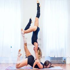 50 Fantastic Yoga Poses You Can Try In 2019 - Page 14 of 50 - Chic Hostess Poses Gimnásticas, Acro Yoga Poses, Partner Yoga Poses, Easy Yoga Poses, Yoga Poses For Beginners, 2 Personen Stunts, Yoga Inspiration, Yoga For Two, Fitness Del Yoga