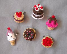 Tiny crocheted brooches by Biribís