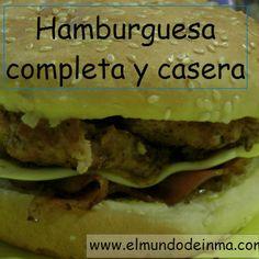 Si el sábado cenas en casa, aquí tienes una idea para hacer de cena. Una hamburguesa completa y casera. ¡Está para chuparse los dedos!