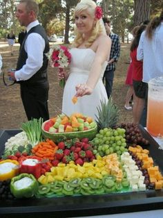 Fruit tray ideas for wedding display buffet ideas for 2019 – Fruit! – Fruit tray ideas for wedding display buffet ideas for 2019 – Fruit! Veggie Tray, Veggie Display, Veggie Cheese, Cheese Display, Appetizer Table Display, Vegetable Trays, Catering Display, Catering Food, Wedding Catering