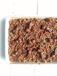 Ridiculously good Malteser Chocolate Rice Krispie Cakes - like your favourite chocolate Rice Krispie Treat but with added Malteser goodness! Great no-bake Easter recipe Chocolate Rice Krispie Cakes, Maltesers Chocolate, Rice Krispie Treats, Rice Krispies, Chocolate Bark, Baking Recipes, Cake Recipes, Dessert Recipes, Desserts