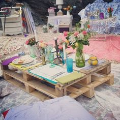 Forget everything else in this picture...but using a pallet as a table at the beach = genius!