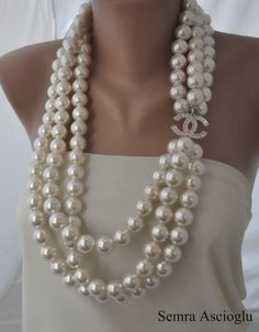 Find the Chanel Inspired 2014 Fashion , Handmade Weddings, ivoryPearl Necklace, brides, b…: at The RealReal presents a different experience. Chanel Jewelry, Luxury Jewelry, Pearl Jewelry, Jewelry Box, Jewelry Accessories, Fashion Accessories, Fashion Jewelry, 20s Fashion, Chanel Pearl Necklace