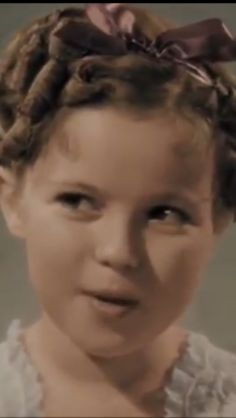 Shirley Temple... Hollywood Icons, Old Hollywood Movies, Shirly Temple, Old Movie Stars, Actresses, Old Movies, Daisy Mae, Oscar Winners, Pretty Pictures