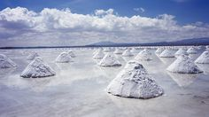 #Bolivia, Salar de Uyuni: The world's largest salt flat was created when a prehistoric lake dried up and left a salty crust behind. When it rains, the salty crust becomes a giant mirror. ...⌘... http://www.huffingtonpost.com/2013/09/24/bolivia-salt-flat_n_3983573.html
