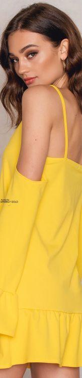 Mellow Yellow, Bright Yellow, Color Yellow, Yellow Fashion, Colorful Fashion, Fashion Bella, Shades Of Yellow, Lemon Yellow, Happy Colors