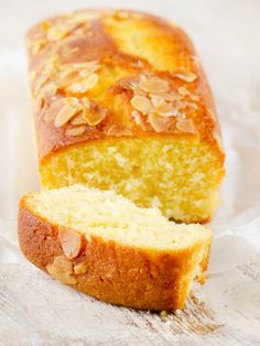 Yogurt cake: who remembers this classic? Sweet Recipes, Cake Recipes, Dessert Recipes, Gateau Cake, Genoise Cake, Cake Factory, Yogurt Cake, Yogurt Dessert, Yogurt Recipes